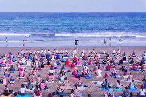 clase yoga om yoga las plamas yoga en al playa
